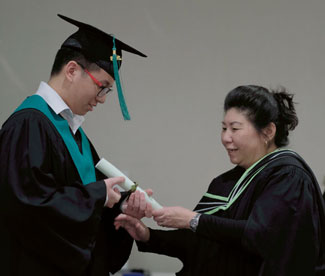 Receive the certificate and diploma